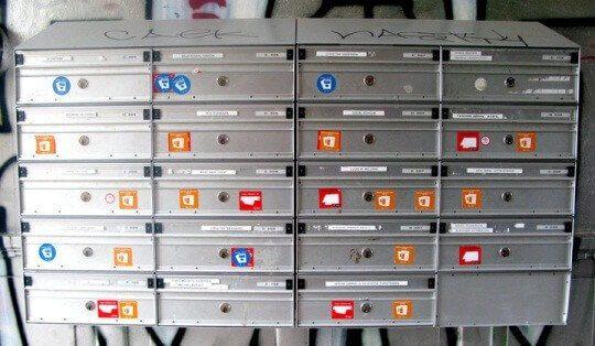 Foto af traditionelle postkasser