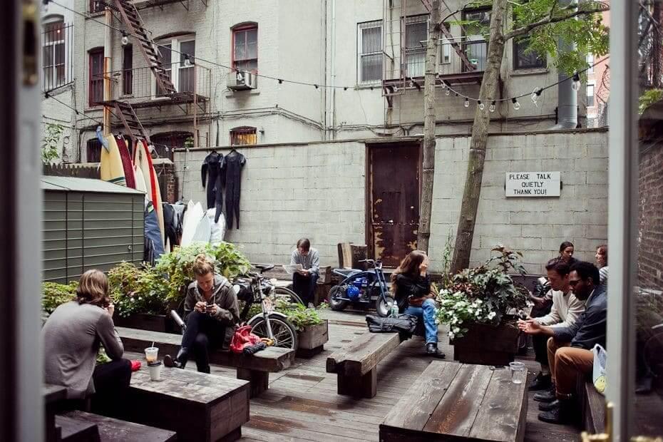 Foto fra baggrådscafe i New York